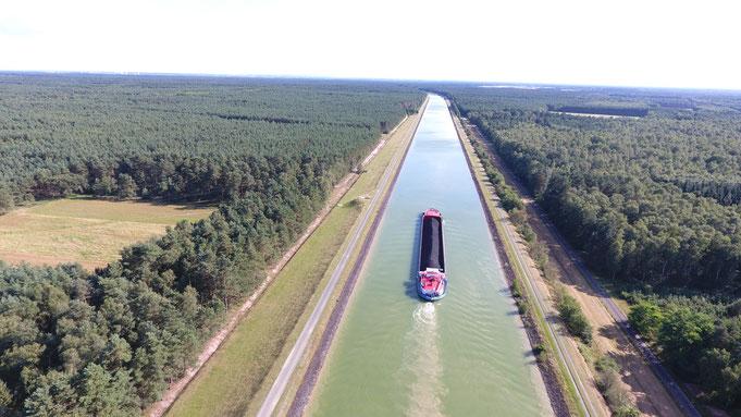 Der Elbe-Seitenkanal bei km 18,7 in Richtung Süden