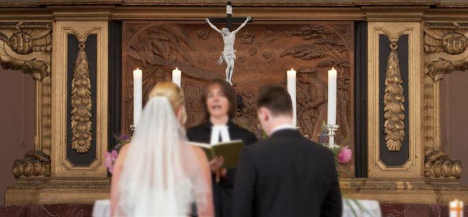 Just Maryed steht euch mit Rat und Tat zur Seite, um die Möglichkeiten der kirchlichen Trauung nach euren Wünschen zu gestalten.
