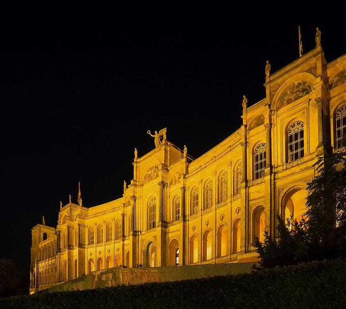 Maximilianeum, Nacht, Architektur, Berge, Messe, See, Nachtfotografie, Peter Adam, Makro, pa-foto, Natur, Fotografie, Photographie, Photokunst, Fotokunst