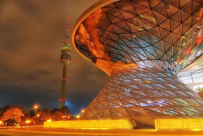 BMW-Welt, Olympiaturm, München, Peter, Adam, Fotokunst, Fotografie, preiswert, kostengünstig, professionell, fair, Bilder, Seele, Harmonie, Farben, Bildkunst,  farbenfroh