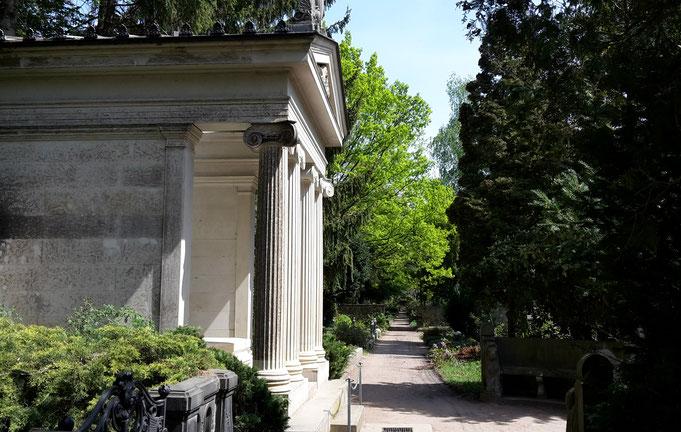 Grabmal Karl und Klara Mays. Ehemaliges Grab für Richard Plöhn und Wilhelmine Beibler. Foto: Susann Wuschko