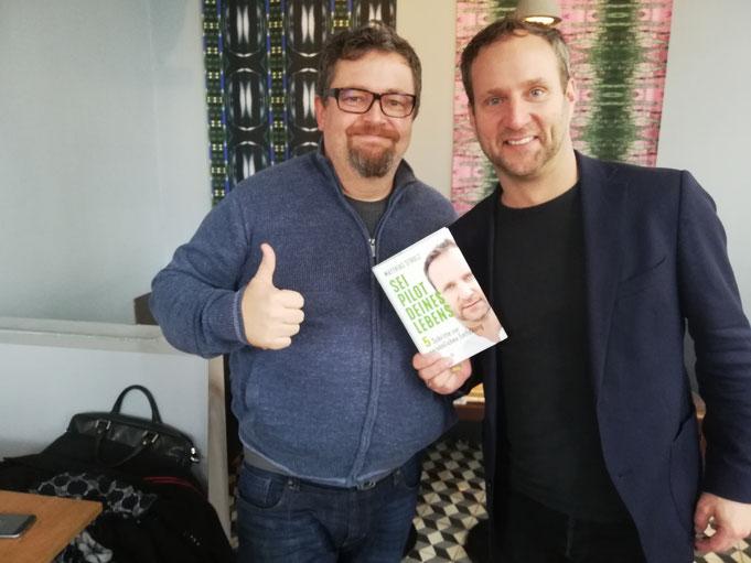Max Neumeyer und Matthias Strolz präsentieren das Buch Sei Pilot deines Lebens.