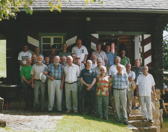 Die Sennen des Blau Club Olten vor der Berglihütte