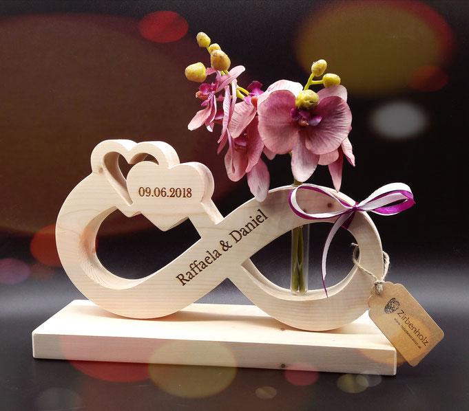 Endlosschleife unendlichkeitszeichen Hochzeitsgeschenk Geschenk zur Hochzeit aus Zirben Holz mit Namen und Hochzeitsdatum Beschriftung und Gravur