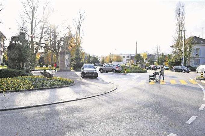 Der geplante Kreisel sieht keine direkte Zufahrt mehr zur Unteren Promenade mit ihren Parkplätzen vor. Bild: Oliver Schweizer