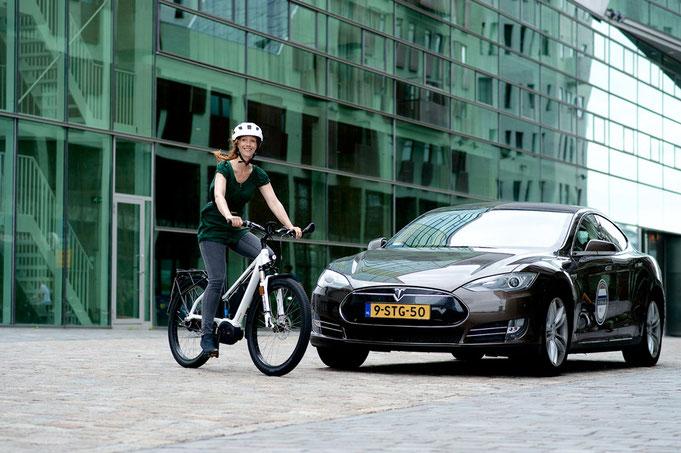 светлини електрически велосипед