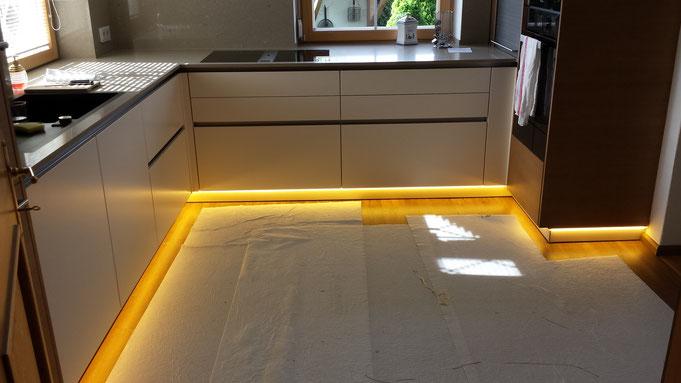 Küche in St. Johann, LED Sockelleiste