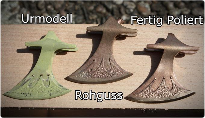 """Der Axt Anhänger """"Des Königs Axt"""" in als Urmodell in Milliput, als Rohguss und fertig Poliertes Axt Amulett in Bronze gegossen"""