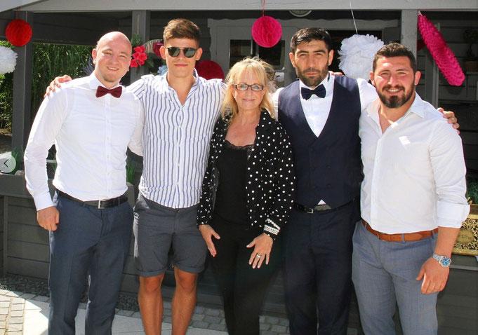 Bundesliga-Ringer SV Siegfried   Iris Besemer mit dem 1. Vorsitzenden und Geschäftsführer Michael Prill,  Ringer Andi Walter, Ahmet Bilici und Ergün Aydin