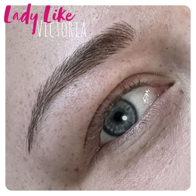 Authentisches Foto, Kundin von LadyLikeVictoria, Permanent Make-up der Augenbrauen Microblading Mischtechnik, bitte klicke um mehr zu erfahren
