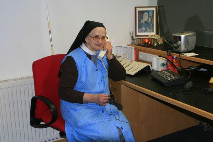 Die Schwestern von Maria Hilf beantworten gerne Ihre Fragen rund um ihre Arbeit und das Wirken der heiligen Maria Bernarda