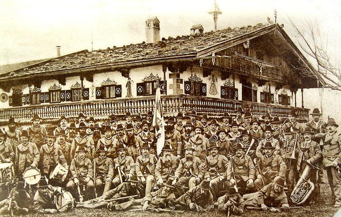 1911 unter Hauptmann Schröfele vor dem Salitererhof