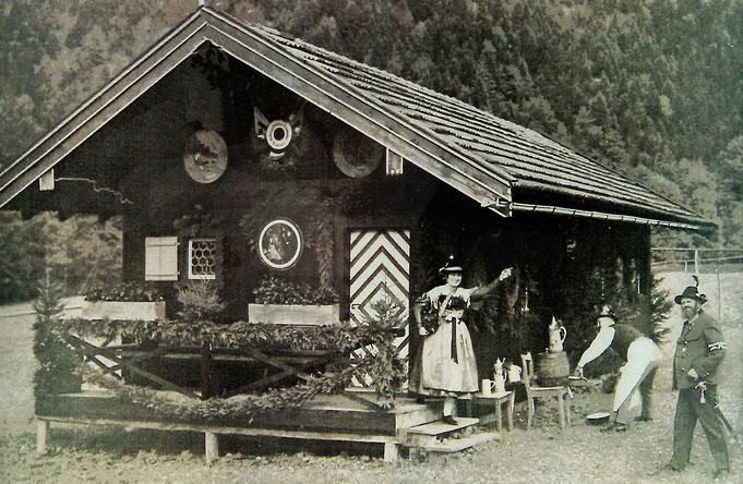 Schützenliesl Leni Holzer und Hauptmann August Weilhammer bei der Einweihungsfeier 1927