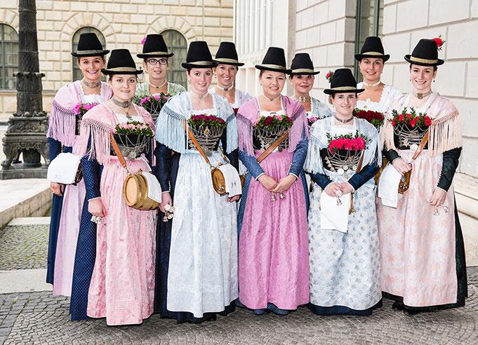 10 unserer 13 Marketenderinnen sind für das Gruppenfoto im September 2014 ausgerückt