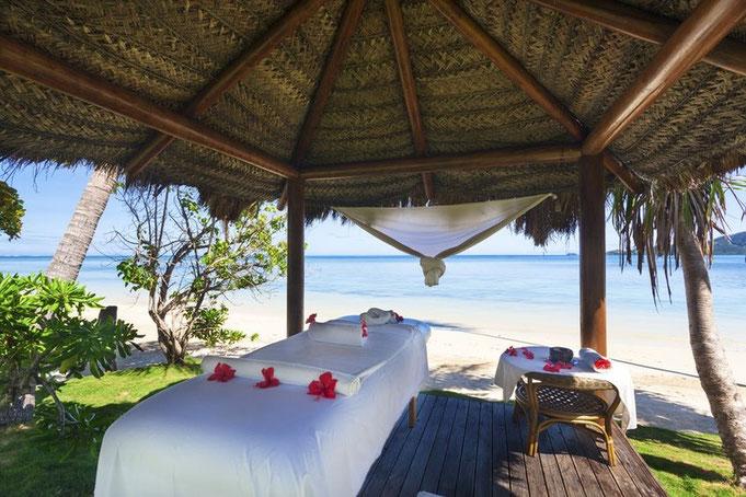 Thailand, Thaimassage am Strand für Touristen