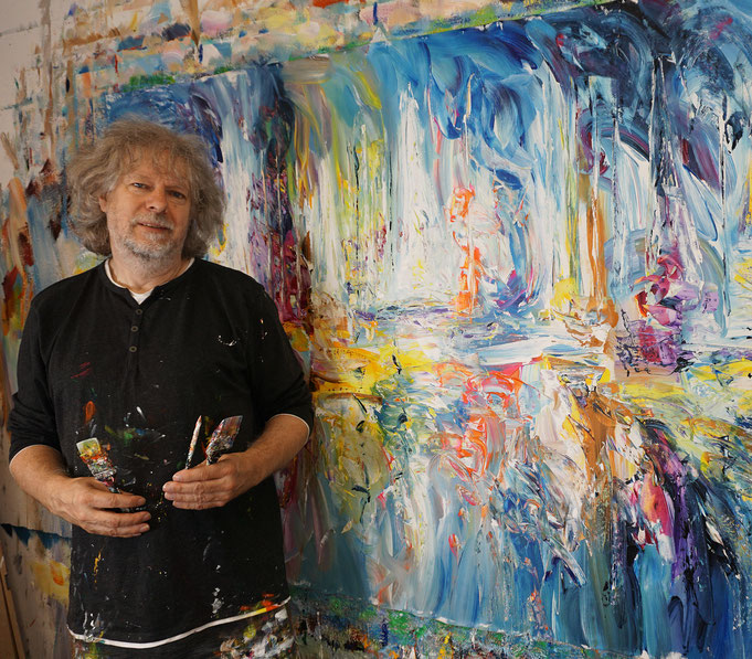 Peter Nottrott mit Sail Boat Marina XXL 2, gerade fertig gemalt