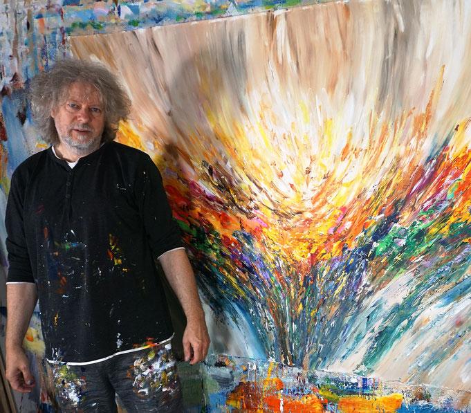 eben fertig gemalt: Peter Nottrott mit Positive Energy XXL 11
