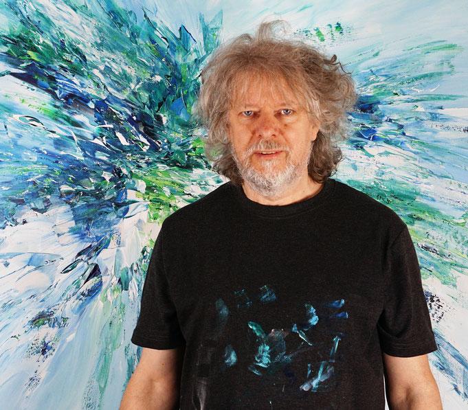 Gerade fertig gemalt: Peter Nottrott mit Underwater Daylight M 1
