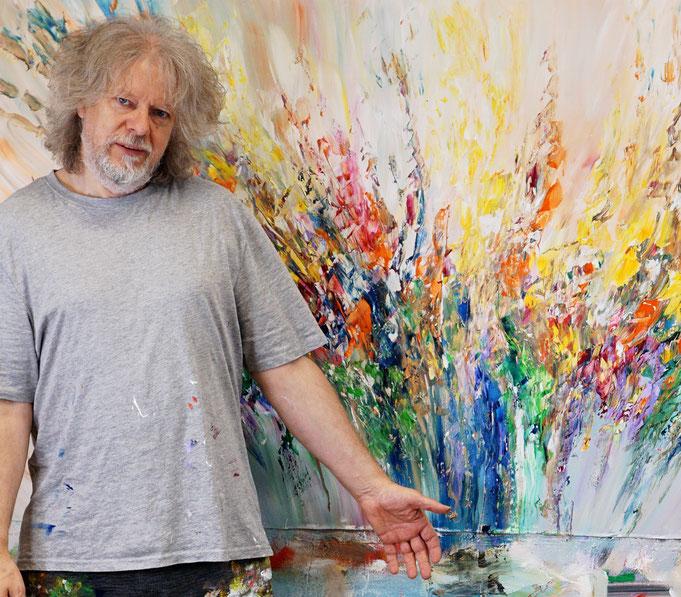 gerade fertig gemalt: Peter Nottrott mit Summer Symphony L 4