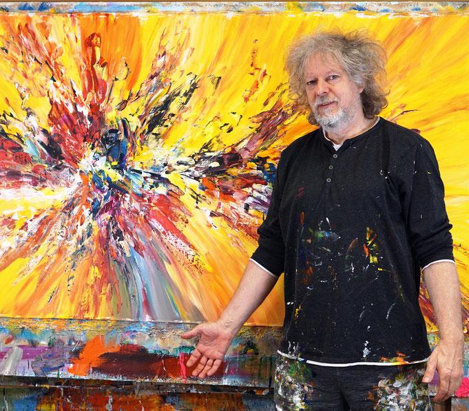 gerade fertig gemalt: Peter Nottrott mit Red And Yellow Energy L 1