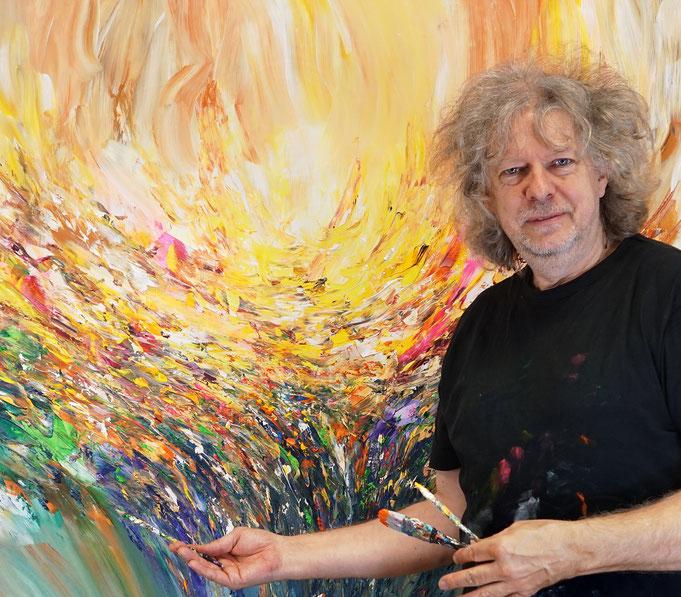 gerade fertig gemalt: Peter Nottrott mit Stick: Positive Energy 2