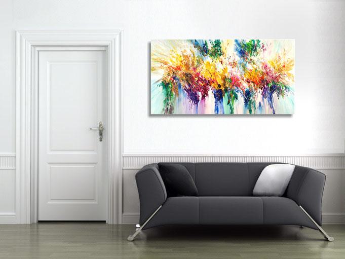 Das aufgehängte Gemälde  entfaltet seine Wirkung: ein tolles, individuelles Raumambiente