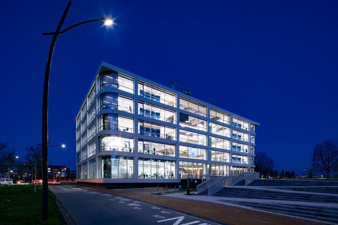 #powerhousecompany #powerhouse #danone #hoofddorp #pleijsierbouw #borghese #egbertdeboer #egbertdeboerfotografie #verwol #architectuur #greenwall #architecture #architecturalphotography