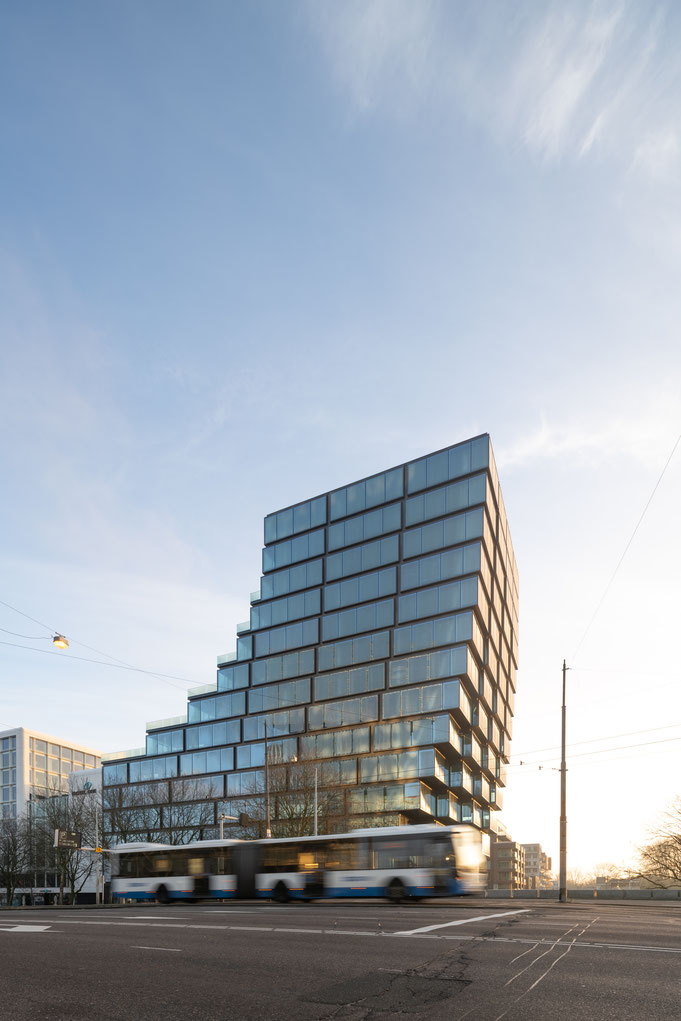 #egbertdeboer #egbertdeboerfotografie #amsterdam #urbanoffice #architectuurfotografie #BIG #bjarkeingelsgroup #INBO #zuidas #architectuur #sunrise #terracetower #glassclading #glassfacades