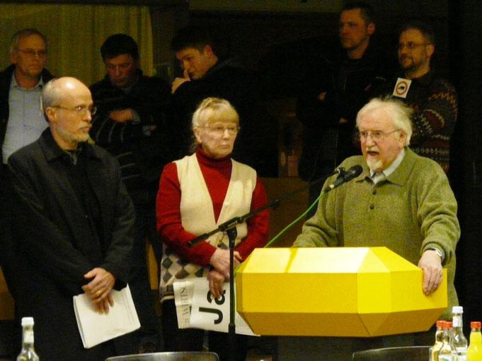 Ratssitzung am 25.2.09, Schlangestehen bei der Bürgerfragestunde, am Mikro: Paster Kühme