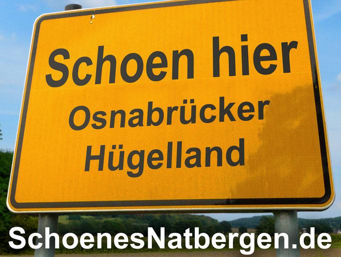 Ein Ortsschild wirbt mit dem Osnabrücker Hügelland