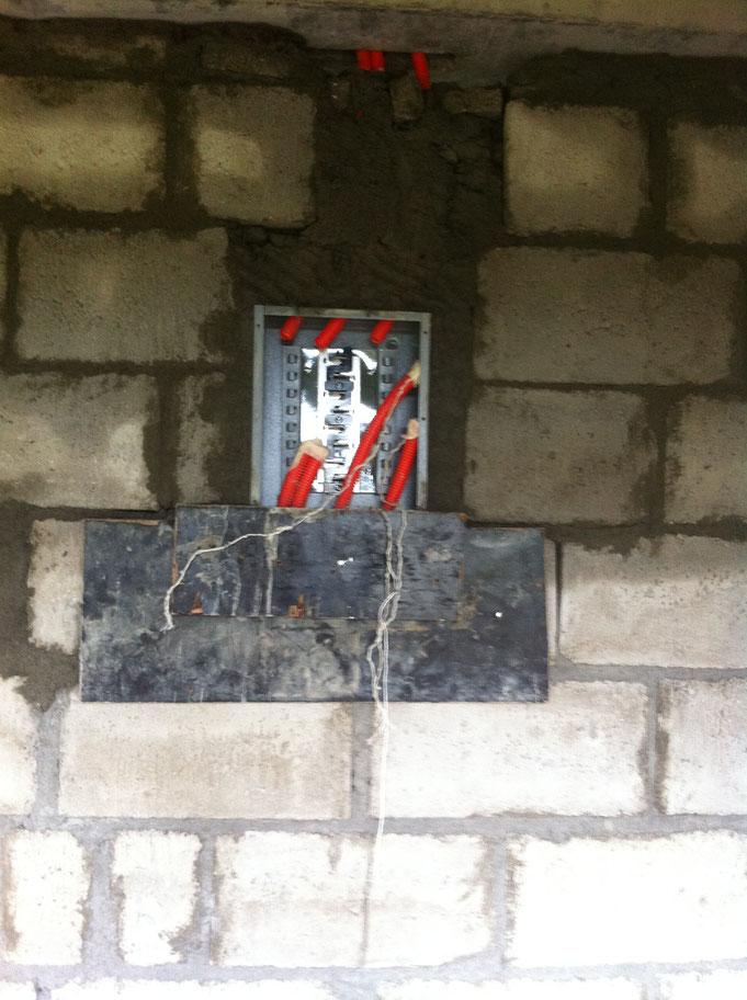 Leitungsschutzschalterkasten versetzt in Wand