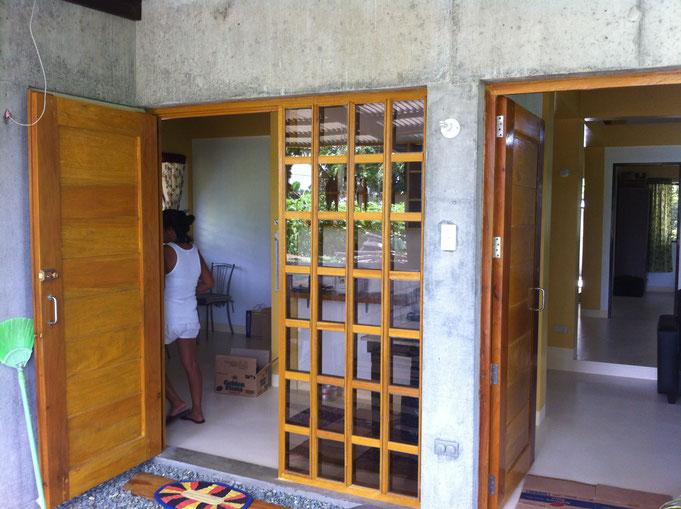 Zwei Türen mit viel Glas