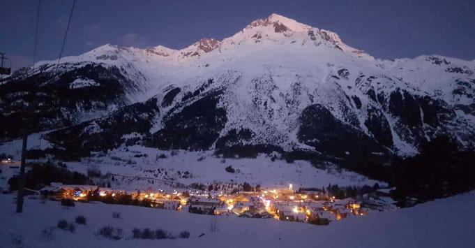 Village de Termignon la nuit l'hiver
