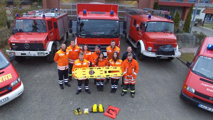 ffn-Gewinner der Feuerwehr Soderstorf mit dem vom Sender bezahlten neuen Spineboard.
