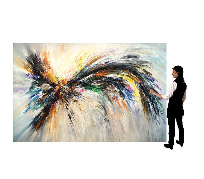 Gesamtansicht  mit einer Person als Größenmaßstab, der die 300 x 200 cm veranschaulicht.