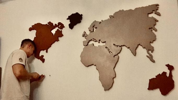 Hier installiere ich gerade die Aufhängung Südamerikas