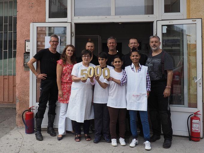 Das Team NoLimitz! - die vier Männer aus der hinteren Reihe - bei der Spendenübergabe am 28. August 2018 in Cluj Napoca