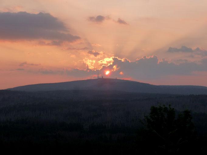 Sonnenaufgang zur Sommersonnenwende über dem Brocken