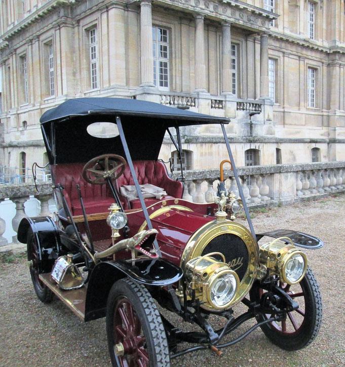 Belles auto au château en 2017. Photo Frédéric Henry