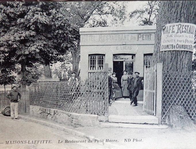 """L e restaurant """"Le Petit Havre"""" en bas de la rue de Paris"""