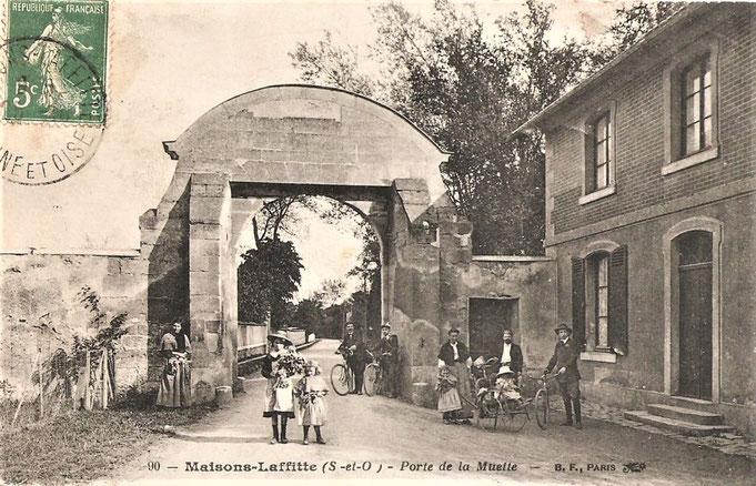 Les anciennes portes de l'enceinte de la forêt