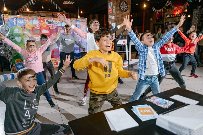 челлендж шоу на детский праздник день рождения в москве от студии детских праздников Эйфория