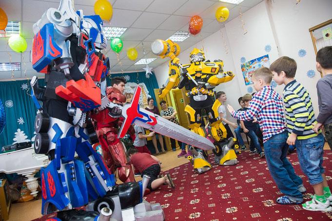 Шоу Трансформеров Бамблби и Оптимус Прайм на детский праздник день рождения в Москве