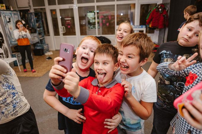 YouTube вечеринка для детей и подростков на детский праздник день рождения от агентства студии детских праздников Эйфория