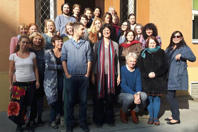 Ausbildungsleitung Barbara Fischer-Bartelmann, Evaluation mit Arnoud van Buuren, Organisation Tschechische Pesso-Vereinigung www.pbsp.cz