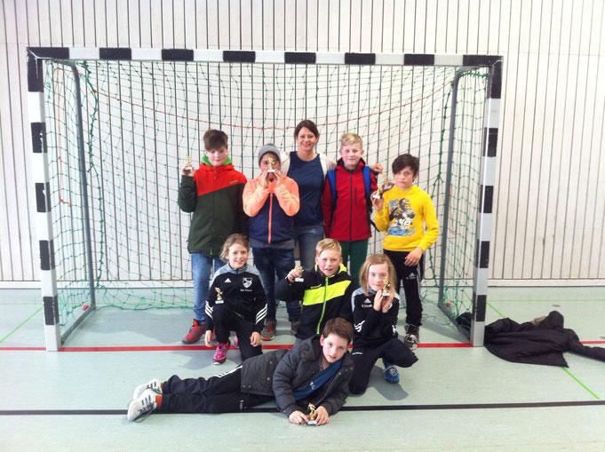 Das erfolgreiche Team:  Robin, Kevin, Fr. Seehuber, Toni, Ahmet,  Nele, Luca, Aaron, Tim   -       Foto:  Pep Jäger