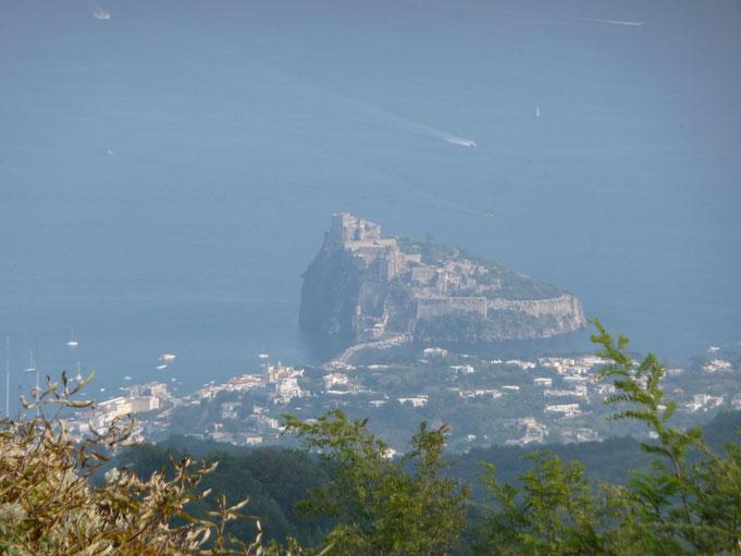 Insel Ischia, Ort Sant' Angelo, vom Berg Epomeo aus gesehen