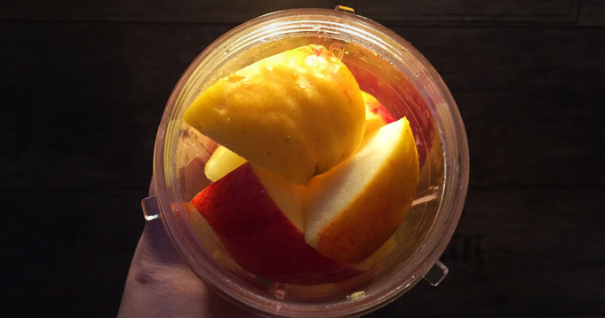 Fruehlings-Smoothie mit Ananas und Mandeln