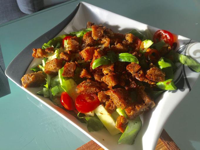 Rezept selbstgemachte Croutons mit Kraeutern fuer Salat und Suppen