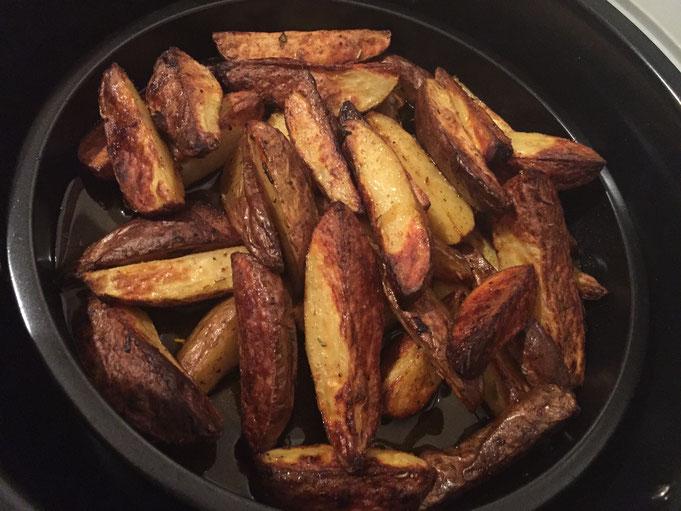 Knusprige selbst gemachte Pommes mit Kraeutern | kızartması